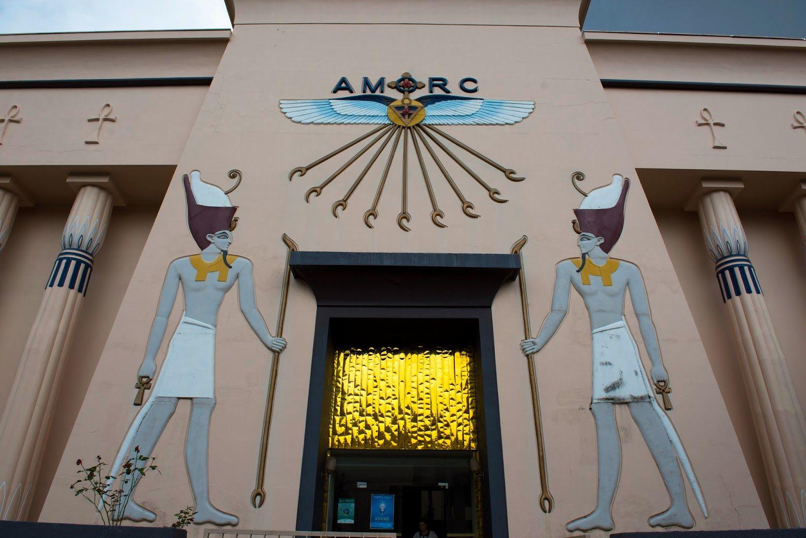 O Museu Egípcio e Rosacruz está localizado na cidade de Curitiba, Paraná – Rua Nicarágua,2620 – Bacacheri – Curitiba. Museu Egípcio e Rosacruz. Atendimento: Segunda a sexta-feira das 8h às 12h e das 13h às 17h30 e aos sábados das 14h30 às 17h00, exceto feriados. A entrada ao Museu Egípcio é gratuita. Para visitação em grupos é necessários agendamento pelo tefefone 041-3351-3024 http://urci.org.br/museuegipcioerosacruz/ E-mail: museu@amorc.org.br