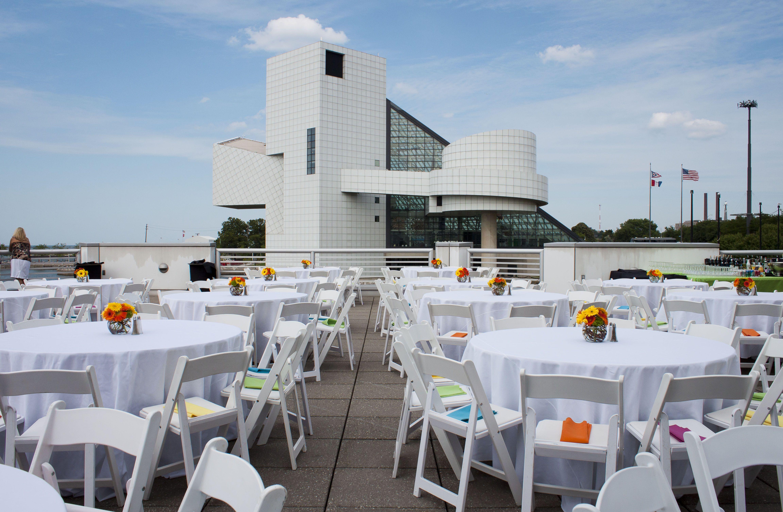 Greatlakessciencecenter Sciencecenterwedding Weddings Wedding Clevelandweddings Cleveland Downtownclevelandweddingvenues Lakeerie
