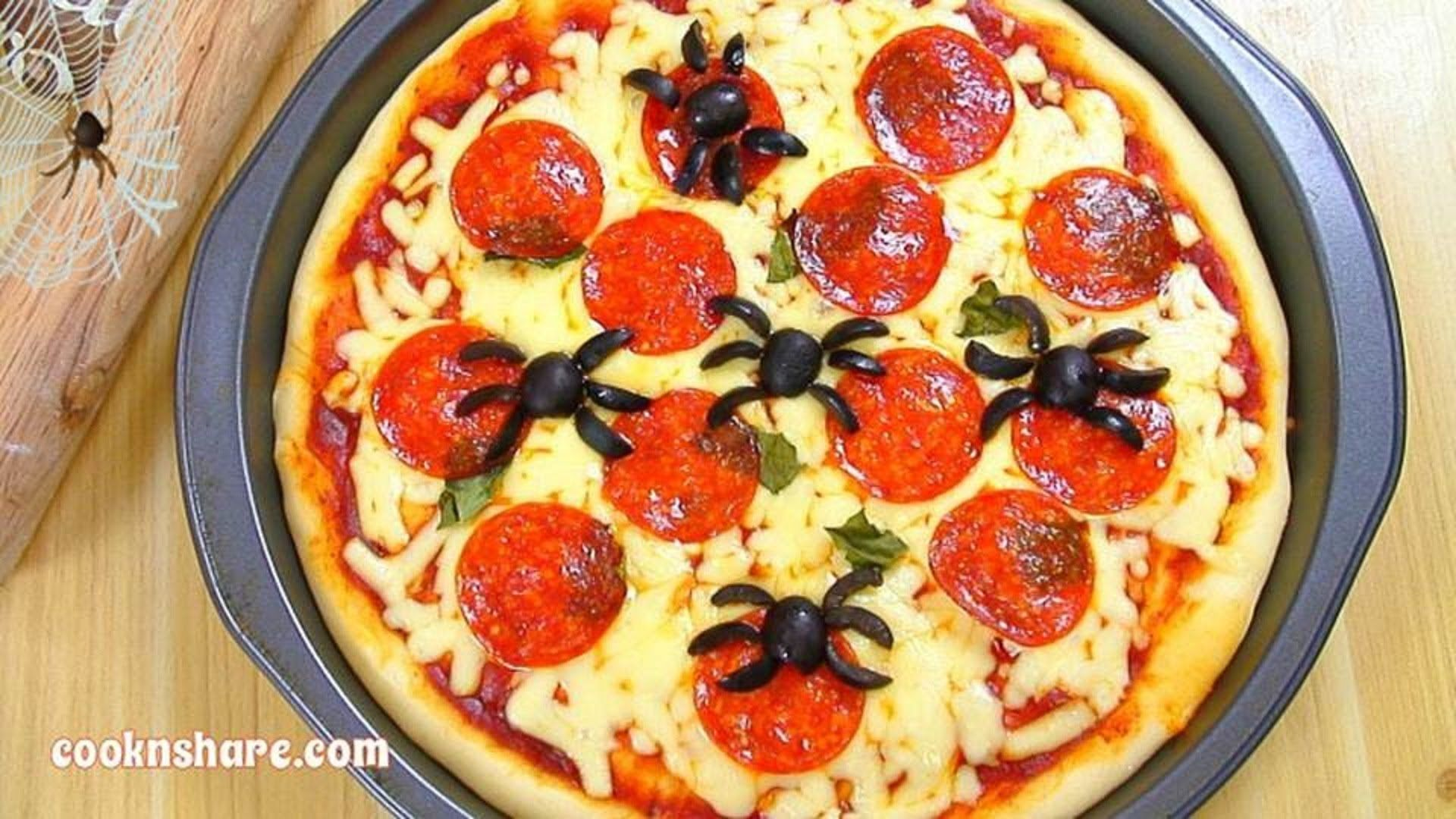 Pizza with Spiders (Halloween Series Episode 3) - YouTube