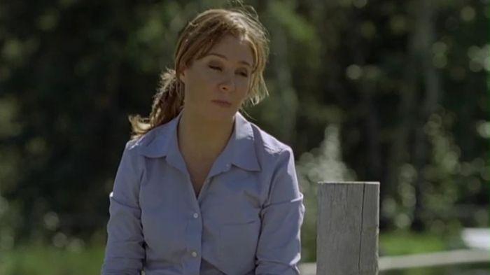 Lily Borden (Megan Follows).