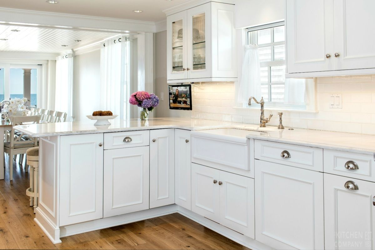 A Beach Cottage Kitchen Cabinetry Woodmode Brookhaven Cabinets With Nordic White Finish Countert Kitchen Remodel Photos Kitchen Remodel Kitchen Inspirations