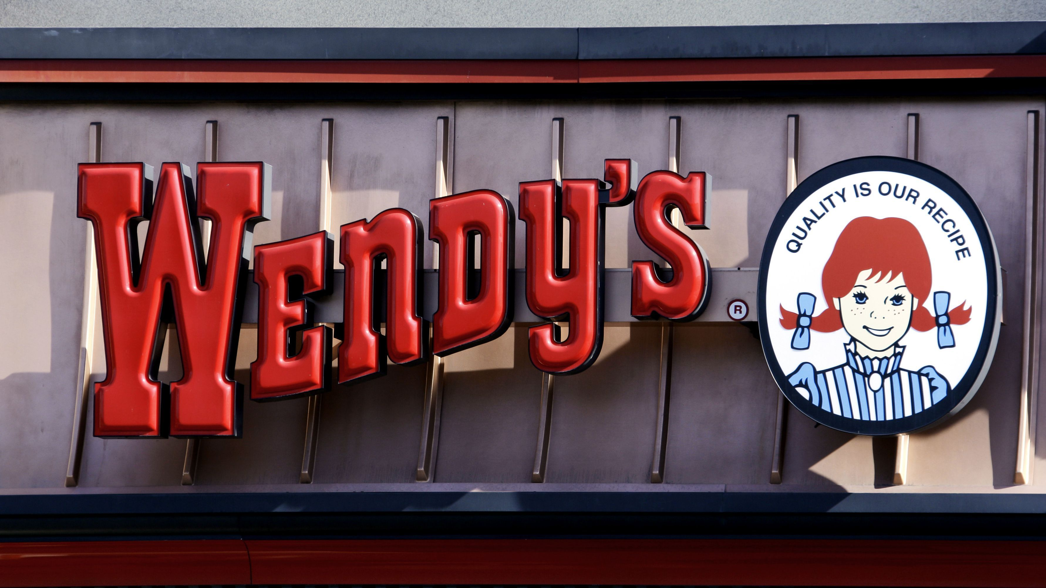 Wendy S Is Responding To The Rising Minimum Wage By Replacing Humans With Robots Food Inc Robot Fast Food Chains