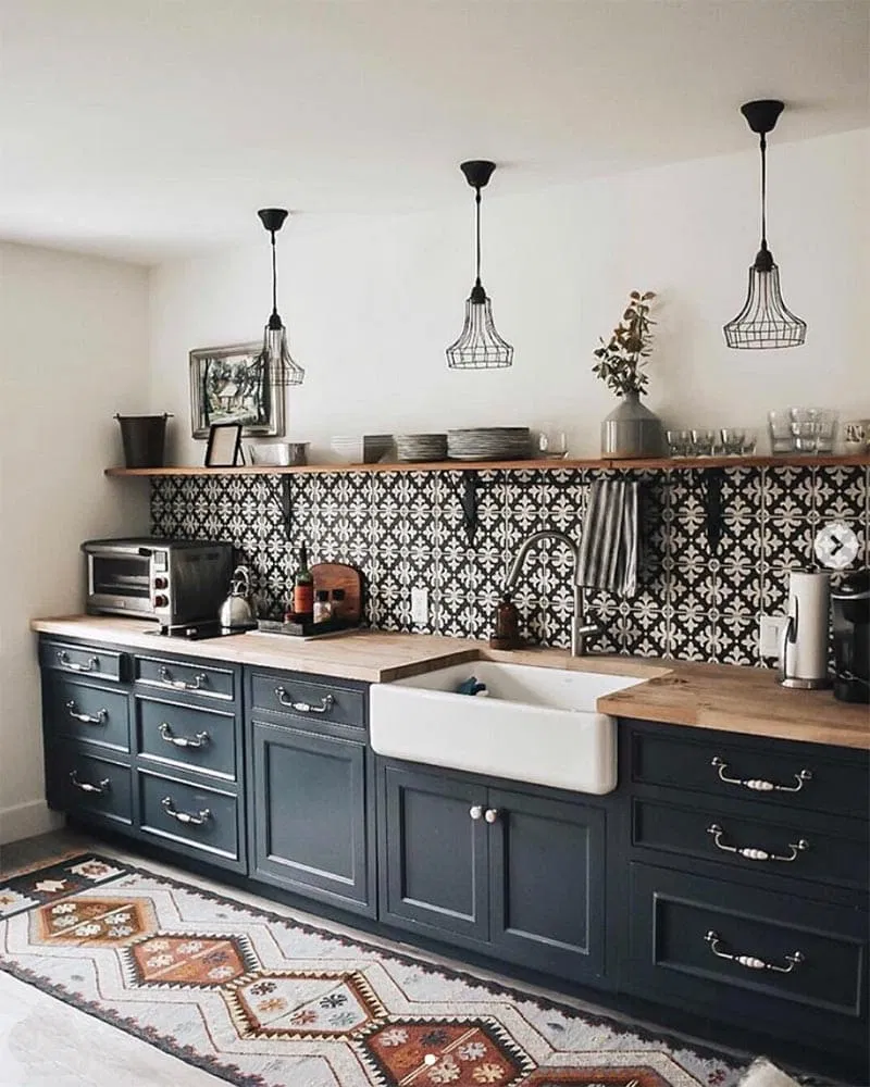 22 Beautiful Black Kitchens That Are Trending Hot The Cottage Market Kitchen Interior Home Decor Kitchen Interior Design Kitchen