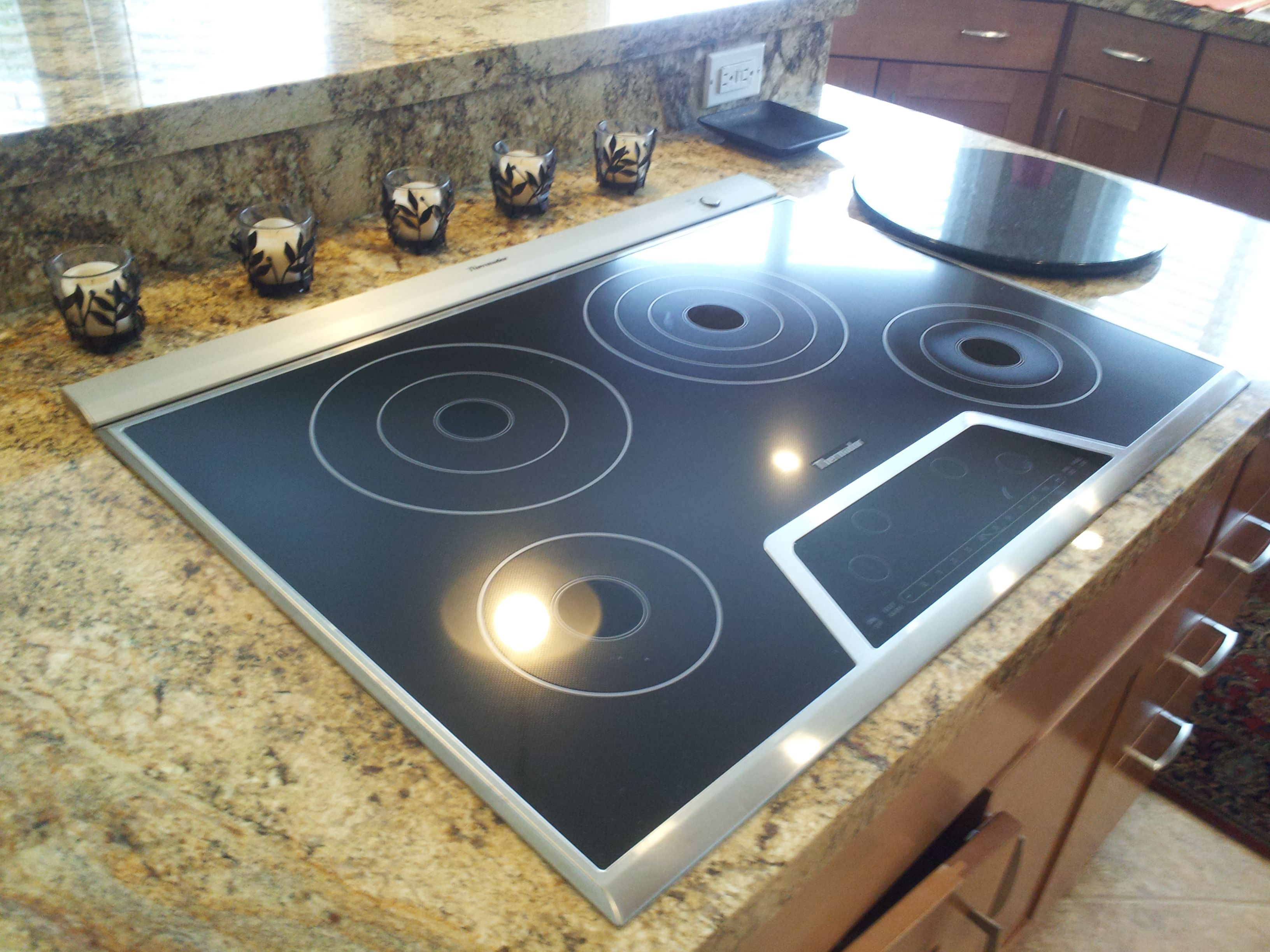 Instead Of A Hood Over The Island This Cooktop Has Pop Up Vent Thermador With Matched Slimline Exhaust