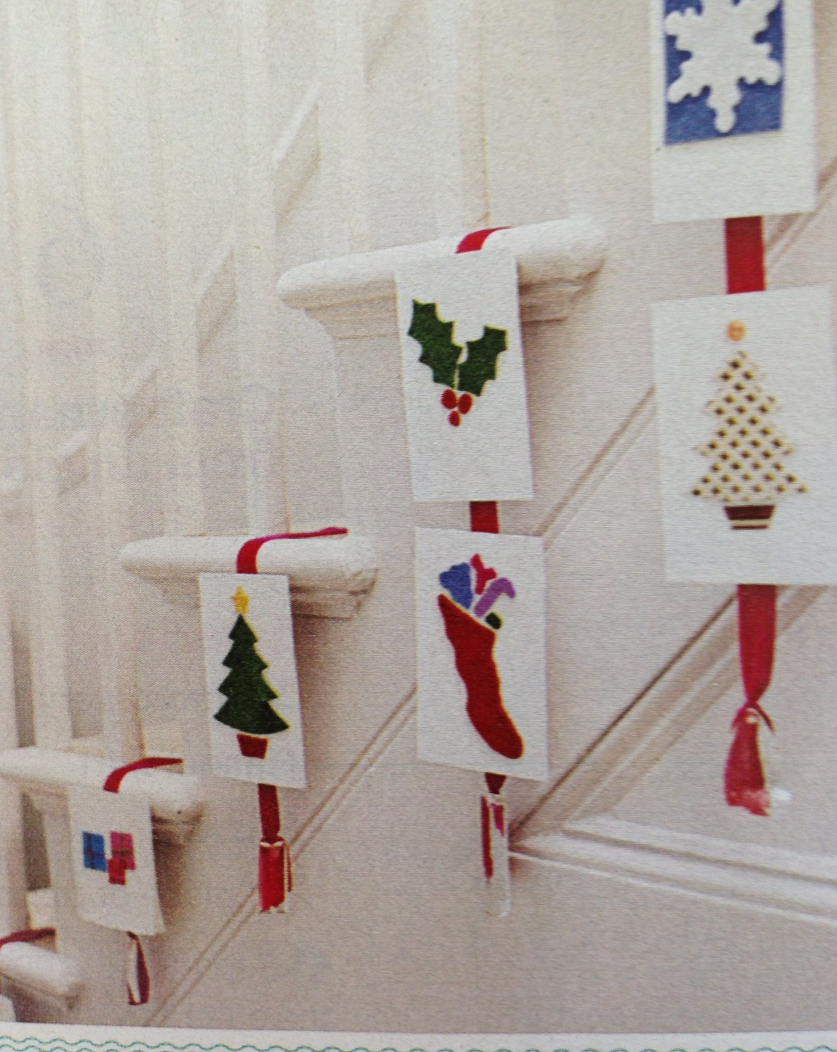 Creative way to display Christmas cards | Holliday | Pinterest ...