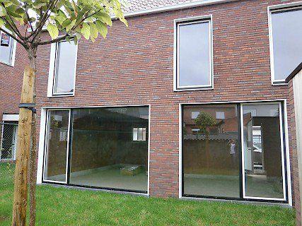 BORNEM. Dit project is een samenwerking tussen de gemeente, Vlabo en B5 architecten. De woningen worden gebouwd door Groep Huyzentruyt. Ze worden volledig afgewerkt en bevatten elk 3 slaapkamers.