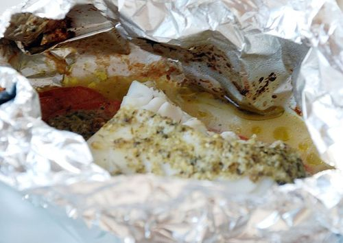 """Cod with Pesto & Tomatoes   •2 pieces of cod """"back""""  •2 tomatoes  •4 tsp pesto (change it up by using basil or sundried tomato pesto)  •Slice the tomatoes and arrange on two pieces of foil or parchment. Add a teaspoon of pesto to each serving. Cover with the fish, and drizzle with more pesto. Carefully fold the foil or parchment into a tight package, and bake at 200°C for about 10-15 minutes. Serve with rice or boiled potatoes."""