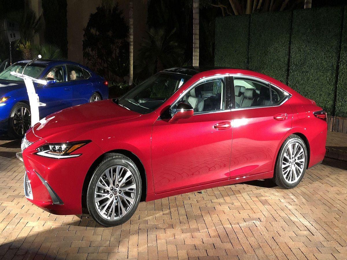 2019 Lexus ES adds F Sport model and Apple CarPlay tech