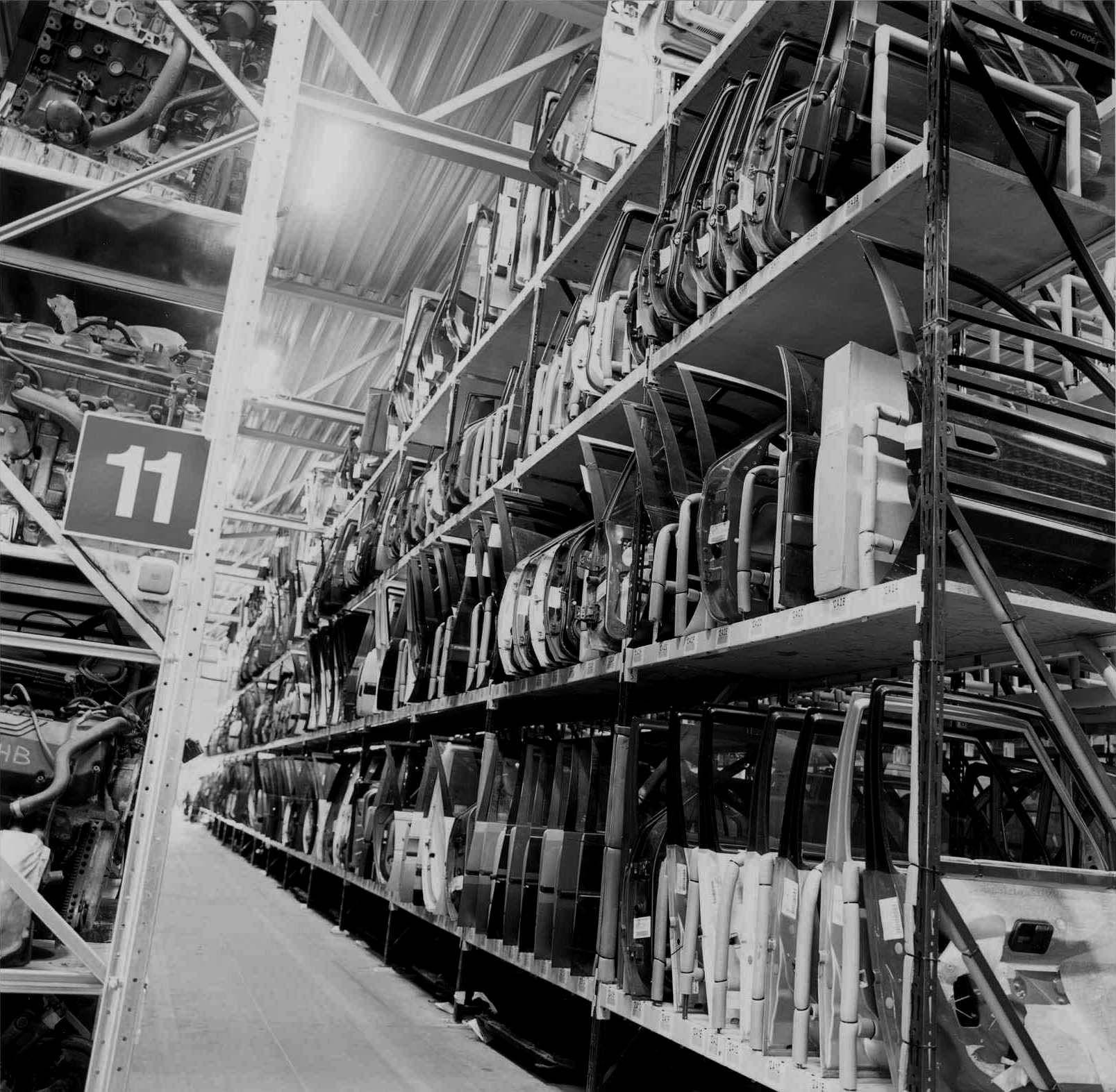 Citroen autosloperij met gebruikte onderdelen in modern magazijn.jpg (1607×1573)