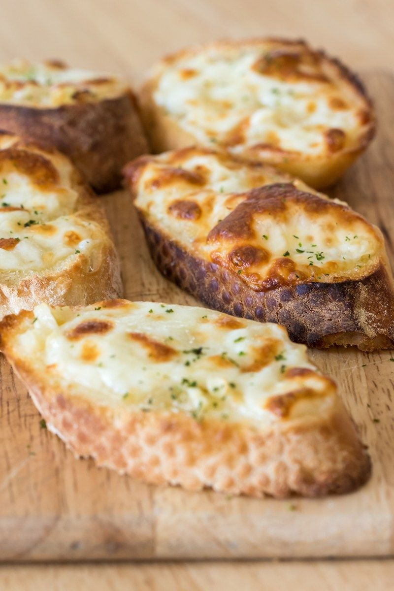 how to prepare cheese garlic bread