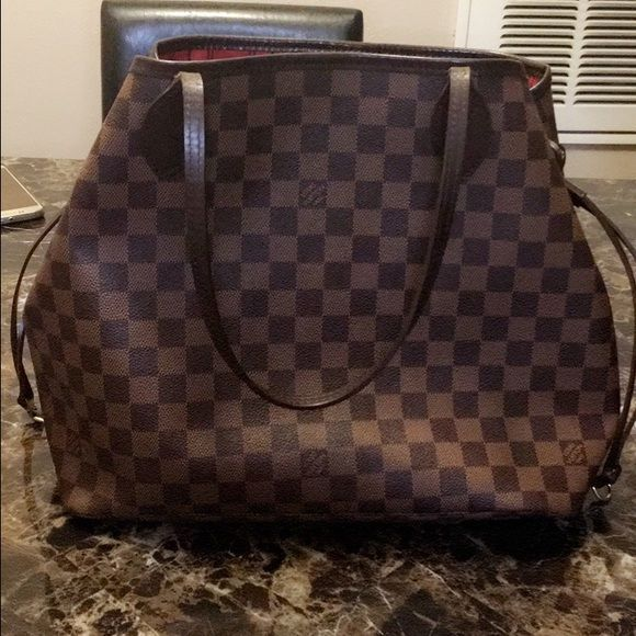 85b94f43665f LV Neverfull MM 100% Authentic. Date code CA3191 Gently Used. No major  damage. No stains or smells. No tears in the leather. Does not come with  pouch or ...