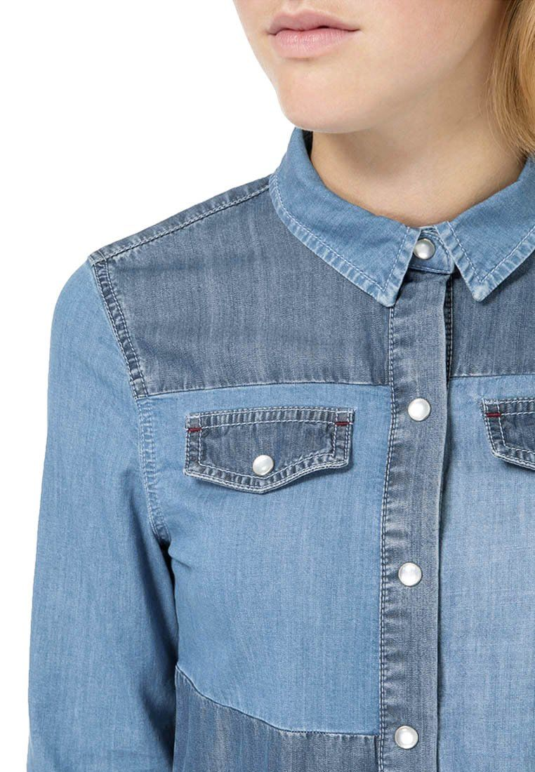 into the blue: the favourite denim blouse  #outfit #style #fashion #kiomi #dress #womansfashion #backtoblue #denim #jeans