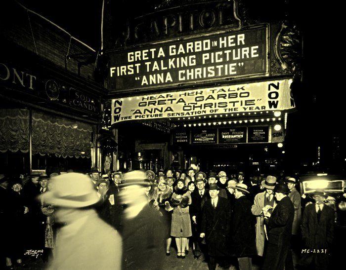 Crowds line up to hear Garbo speak