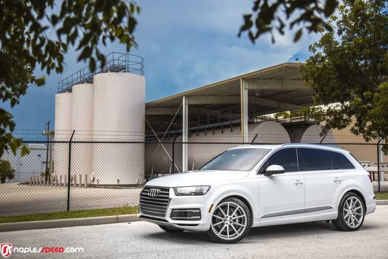 The Luxury Suv Valedictorian 2017 Q7 On Vossen Vfs1 Advanced Automotive Accessories Luxury Suv Vossen Audi