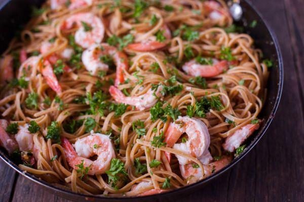 die besten 25 shrimp scampi with pasta ideen auf pinterest zucchini nudeln gesunde scampi. Black Bedroom Furniture Sets. Home Design Ideas