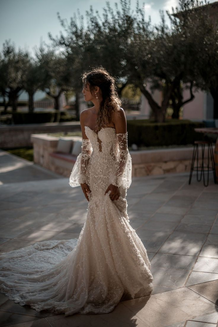With the right gown everything falls into place - thefitted and fashionable off-the-shoulder #Camil