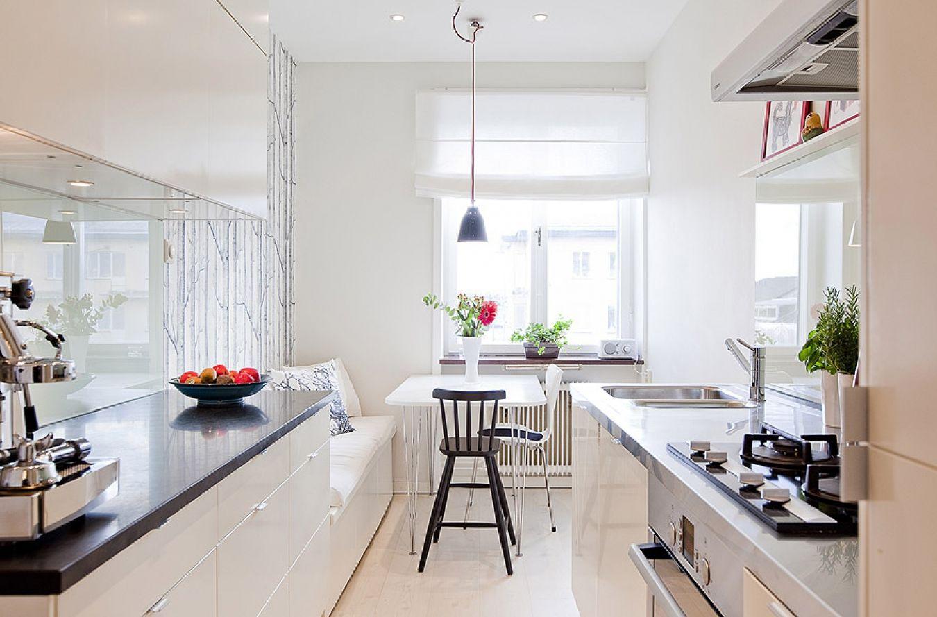 banco con almohadones blancos - Ideas para crear un pequeño comedor ...