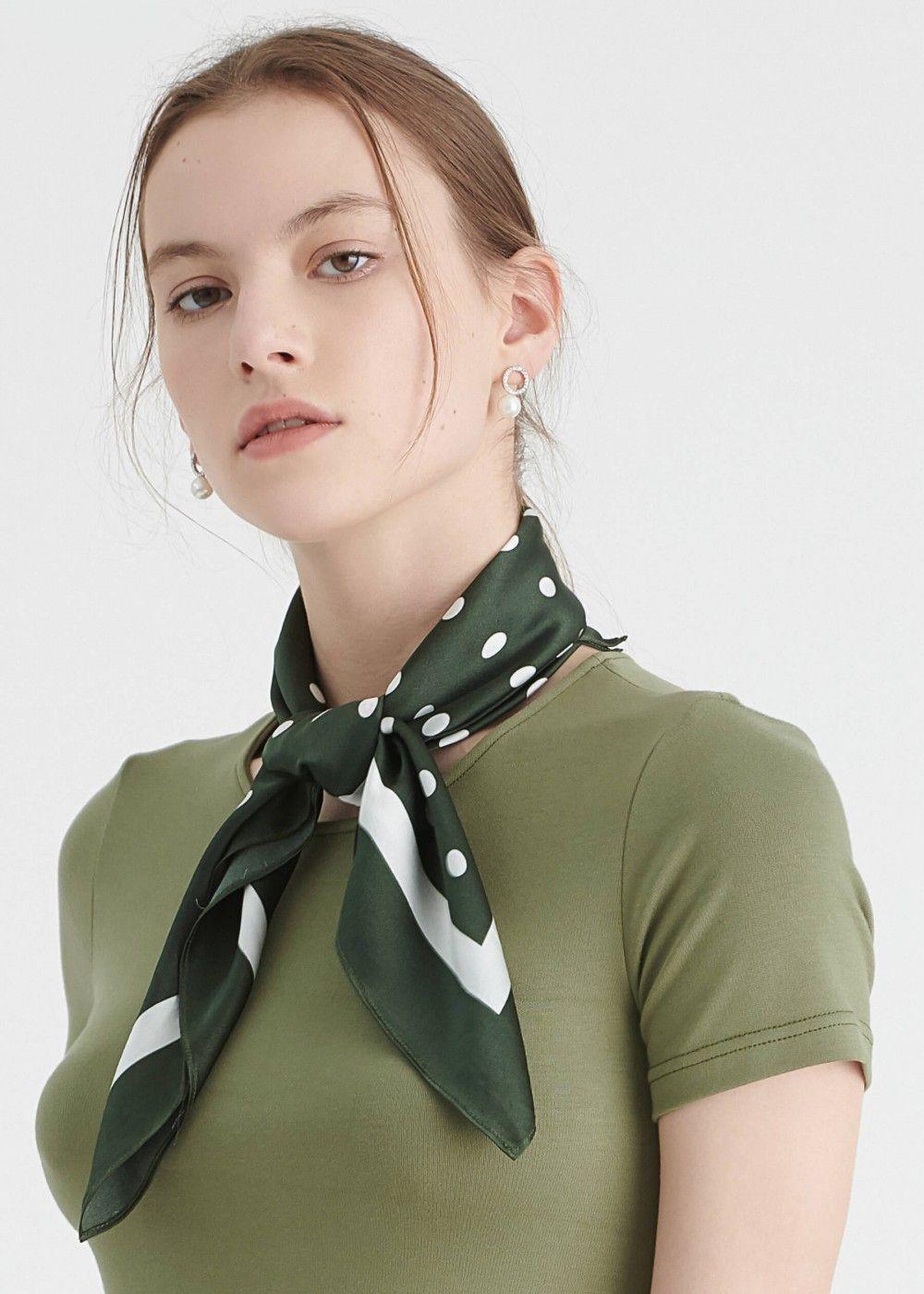 Vintage Polka Dot Silk Scarf Einen schal tragen