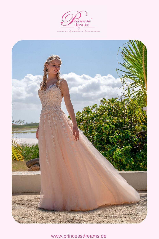 Ein Brautkleid von Amelie Bridal in Blush mit Spitze und Tüll