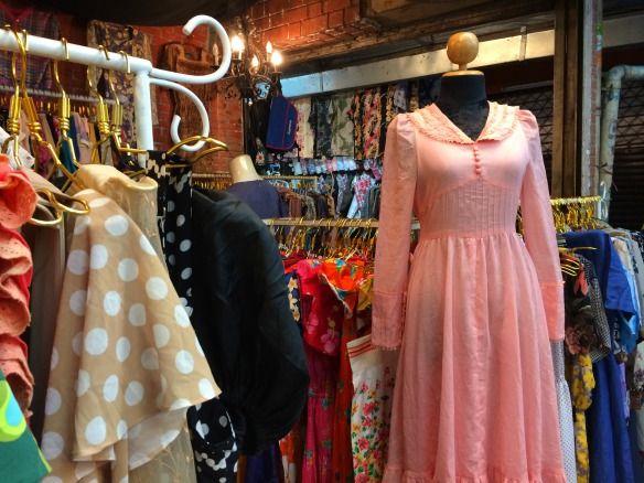 Chatuchak Market Bangkok The World S Largest Weekend Market Travel On Toast Kleider Modische Kleider Fur Frauen Modestil