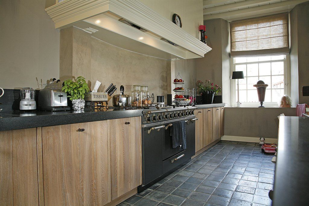 Landelijke keuken eiken white wash simpele kastdeuren for Simpele keuken