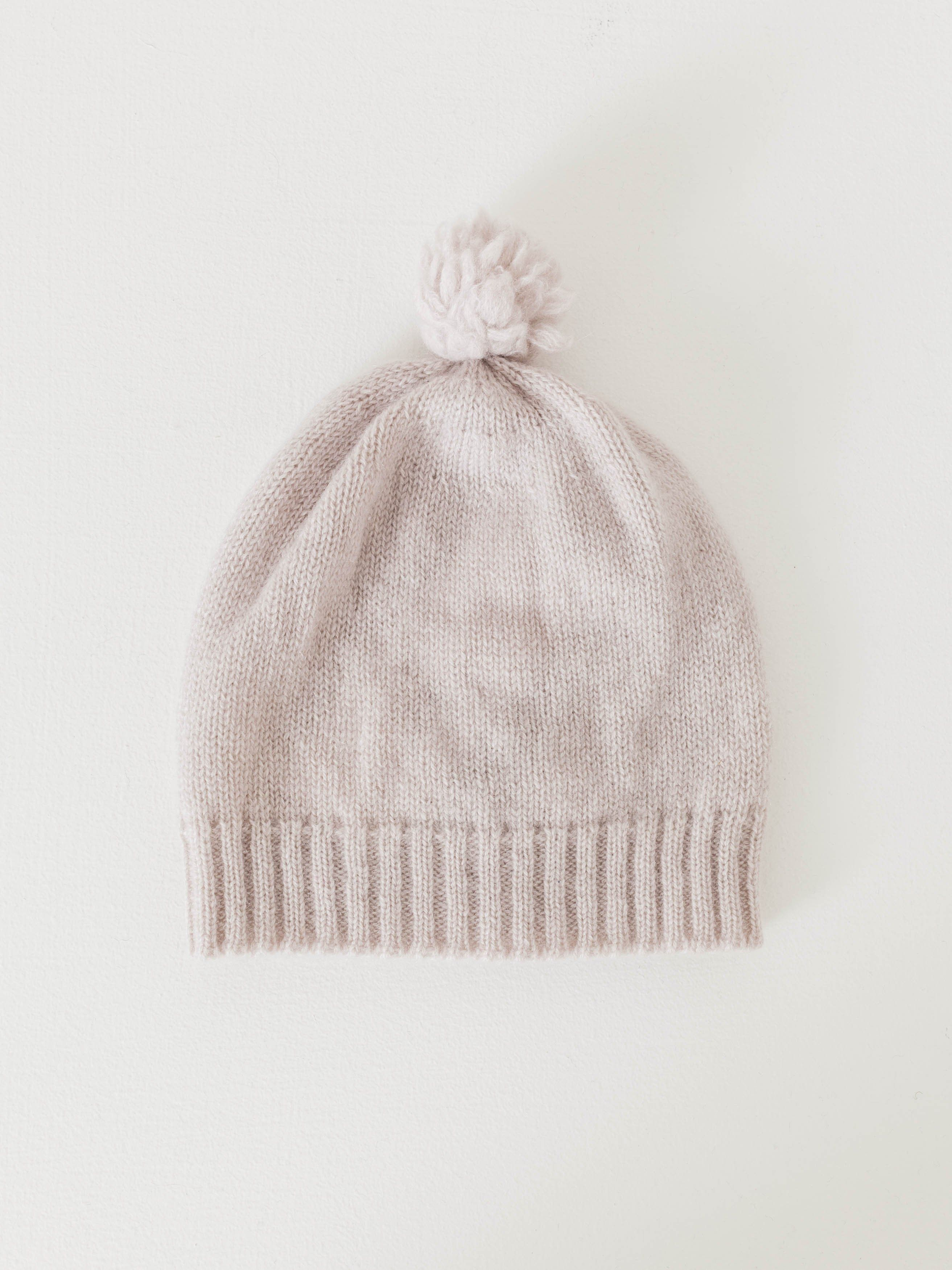 d53a65406352e Keep your newborn cozy and comfy in this cashmere hat. A great gift for  parents to be for their new arrival. - Ribbed hem - Pom on top - 100%  Cashmere ...