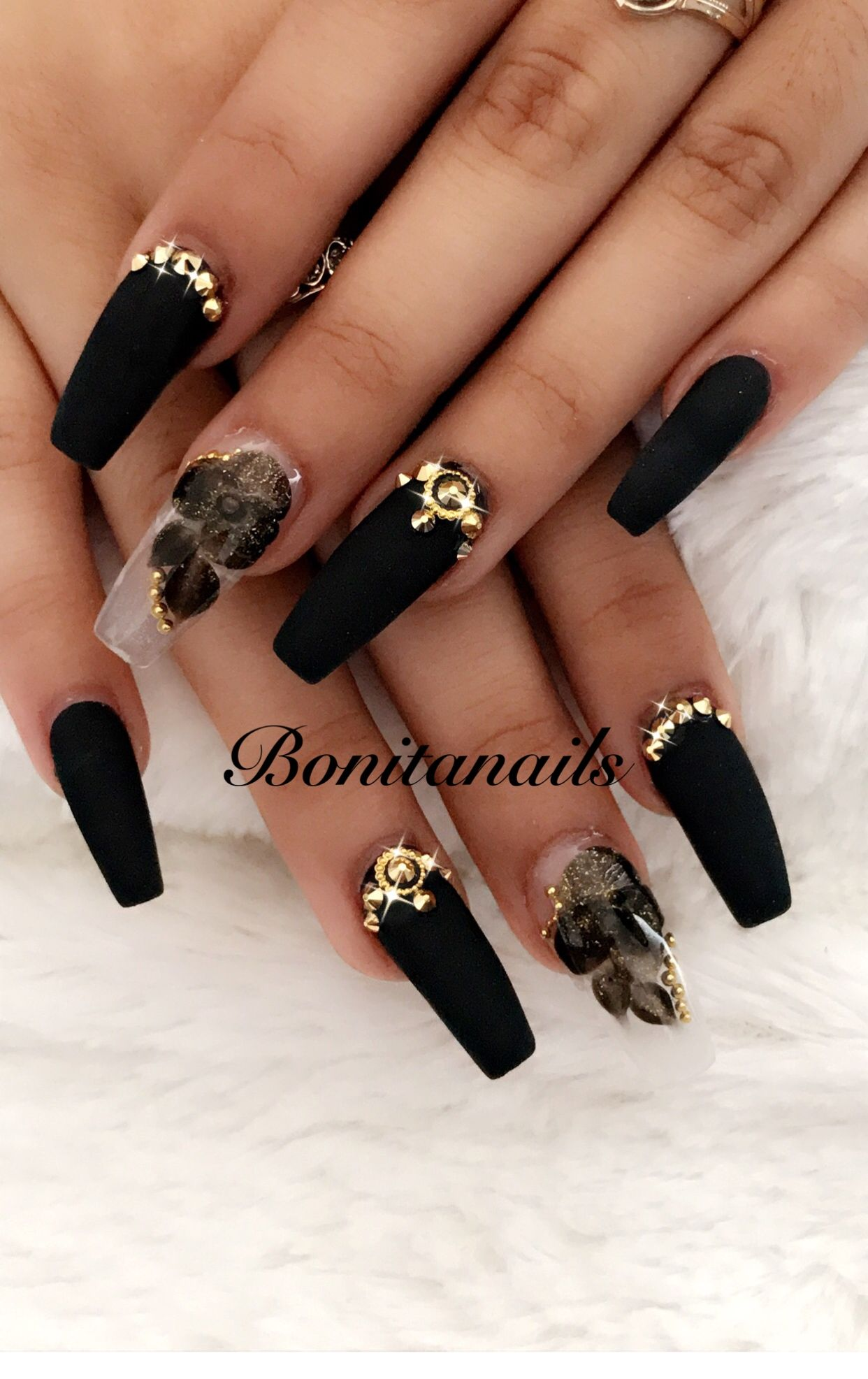 𝓢𝓮𝓿𝓲𝓮 𝓚𝓷𝓸𝔀𝓵𝓽𝓸𝓷 ♛ | Uña | Nail designs, Nails, Dark nails
