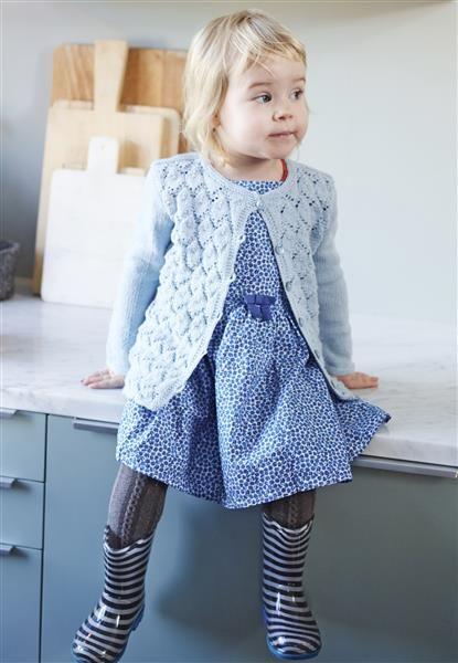 strikket jakke med hullmønster