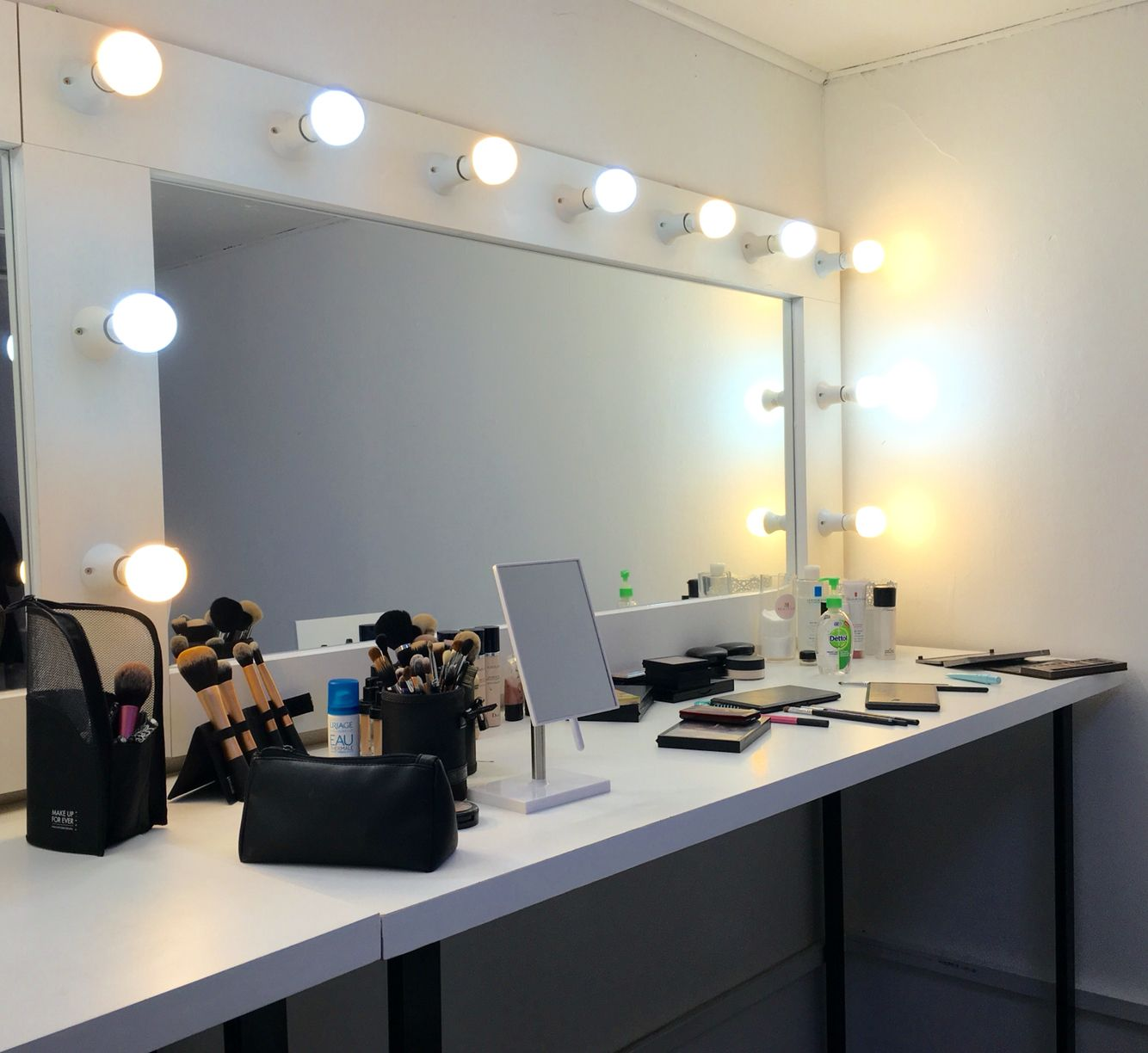 Estudio de maquillaje beauty lab salones pinterest - Estudio de maquillaje ...