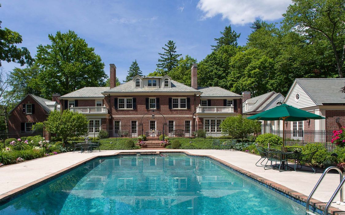 A Sight To Splash Down To Set In Irvington The Crown Jewel Of The Hudson River Towns Irvington Luxury Pools Ardsley