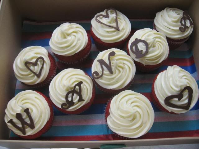 Paula Deens Red Velvet Cupcakes With Cream Cheese Frosting And How To Make Pretty Chocolate DesignsWedding Cake