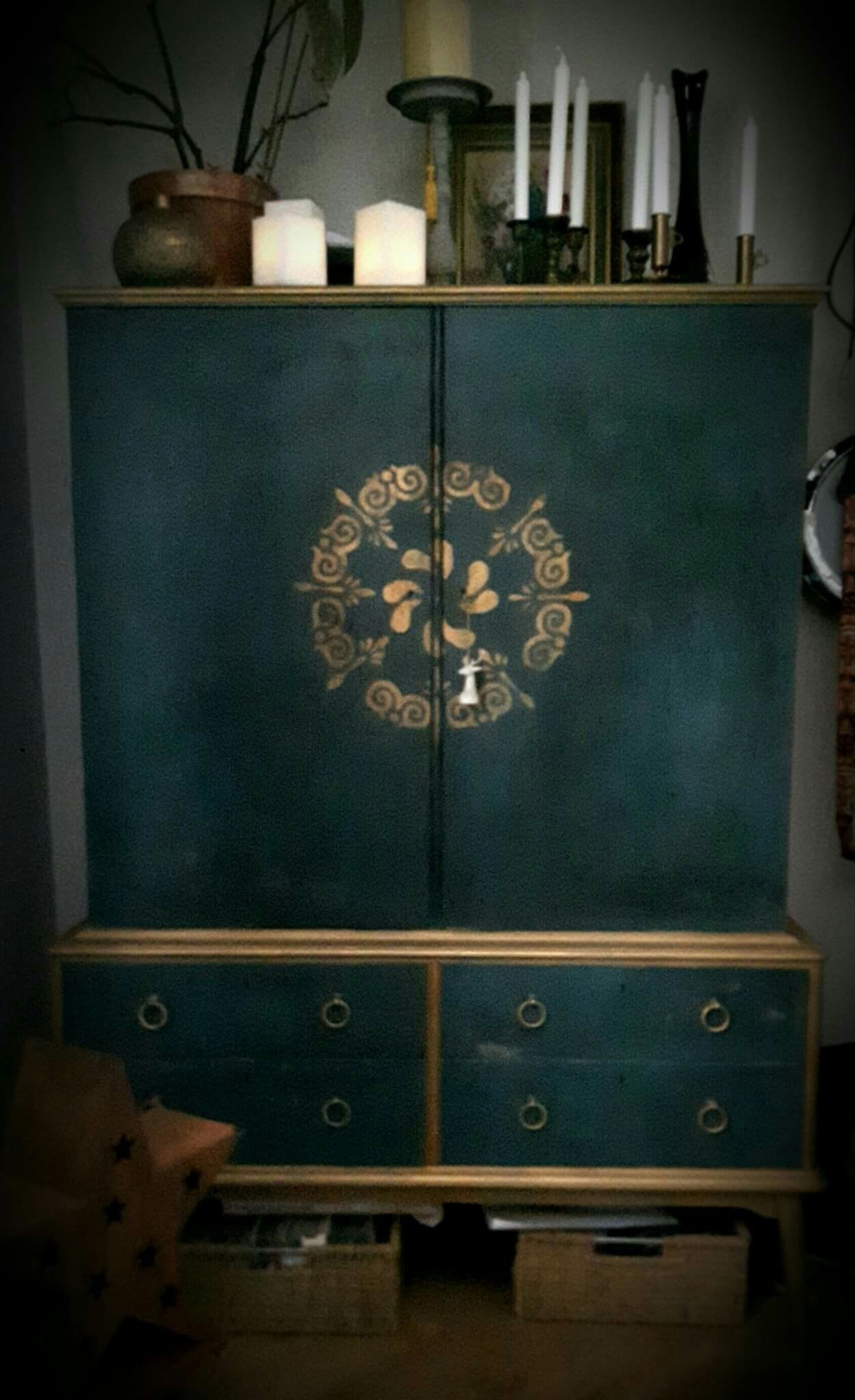 An old cabinet painted in Annie Sloans Chalkpaint ...