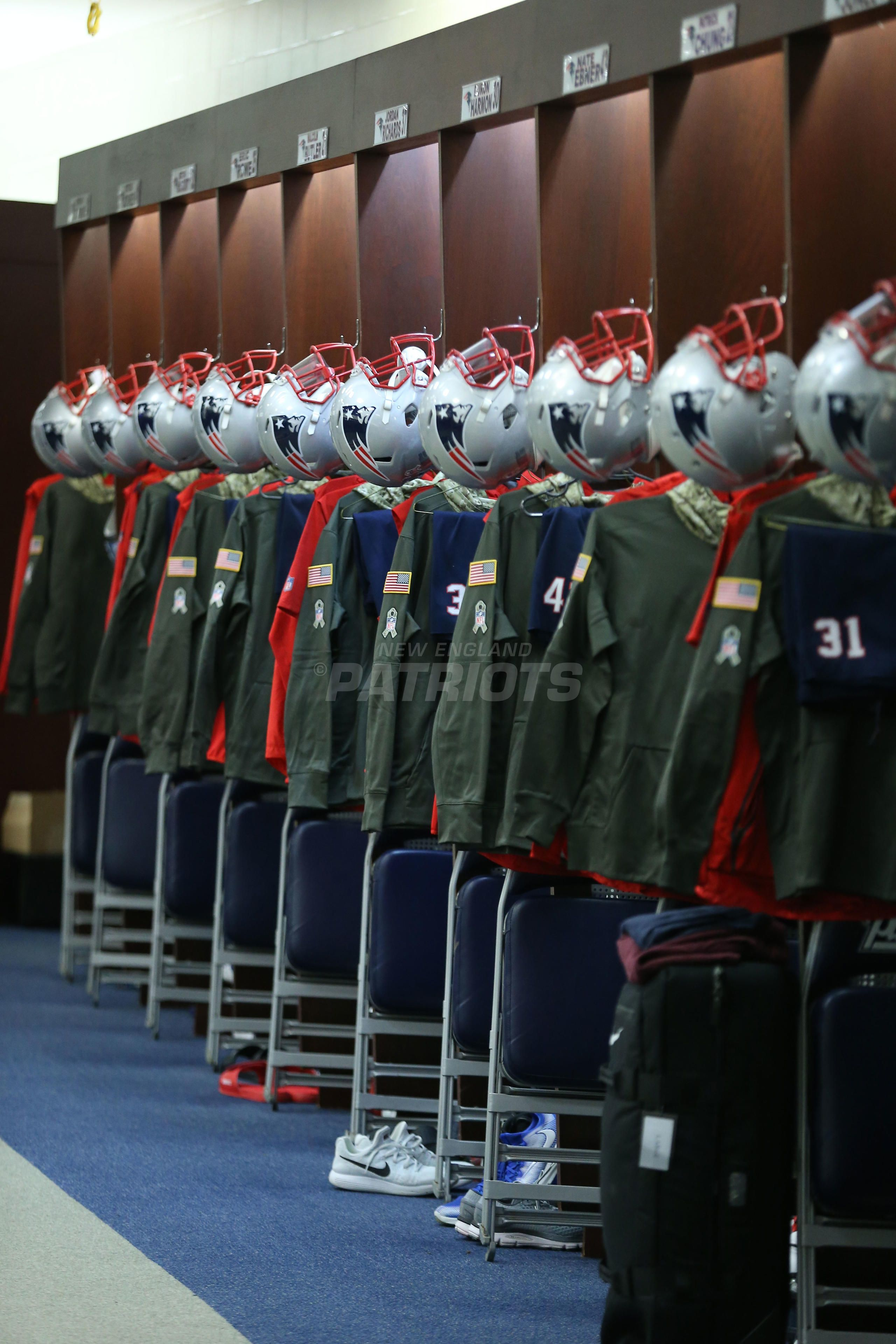 Pregame Inside The Patriots Locker Room And Player Arrivals 11 26 Locker Room Lockers Patriots
