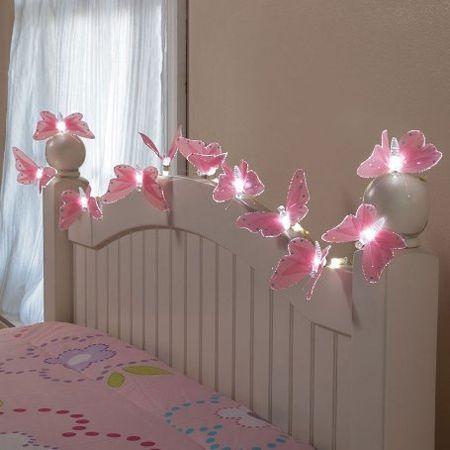 Guirlande papillon lumineuse sur le lit deco chambre - Deco chambre bebe fille papillon ...