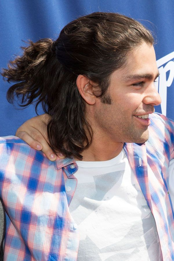 5 Man Buns That Somehow Look Incredible Half Bun Hairstyles Curly Hair Men Man Bun