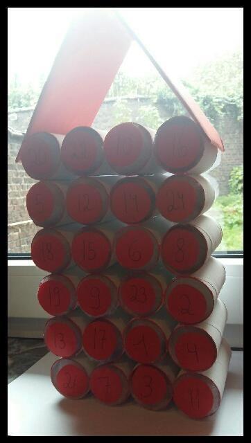 Matériel - Rouleau de papier toilette - Pinceau - Peinture (au choix