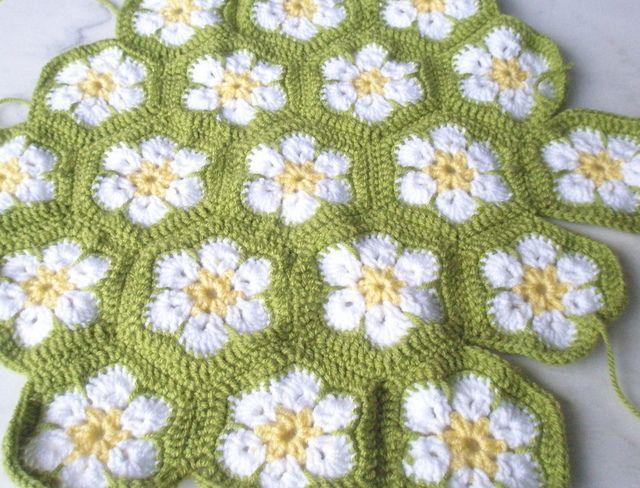 Flower field | Häkeln, Blumen häkeln und Handarbeiten