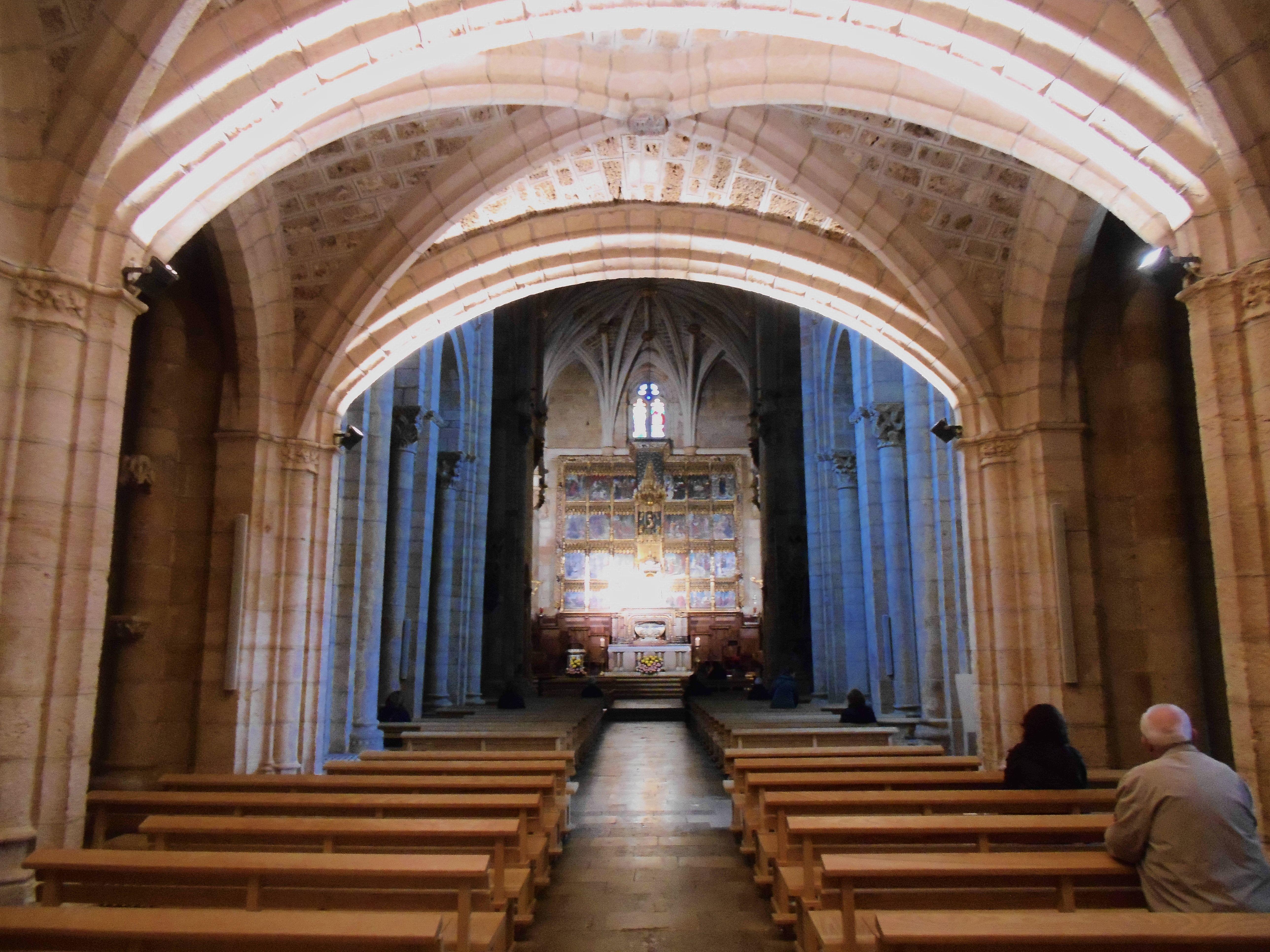 Nave central de la Colegiata de San Isidoro. Arcos del crucero.