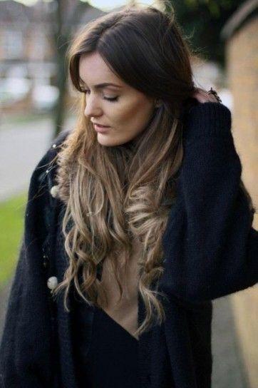 Balayage riflessi biondi su capelli castano scuro