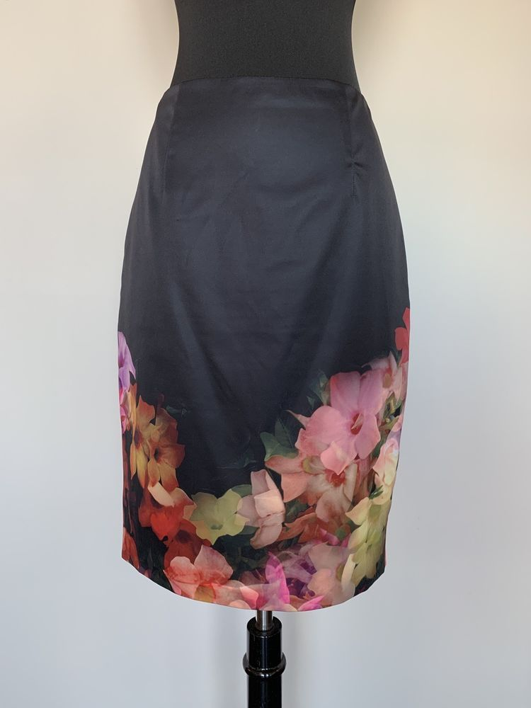 24c2a35d09f6 Ted Baker Black Silk Floral Pencil Skirt - Ted Size 2 (US Size 4-6 ...