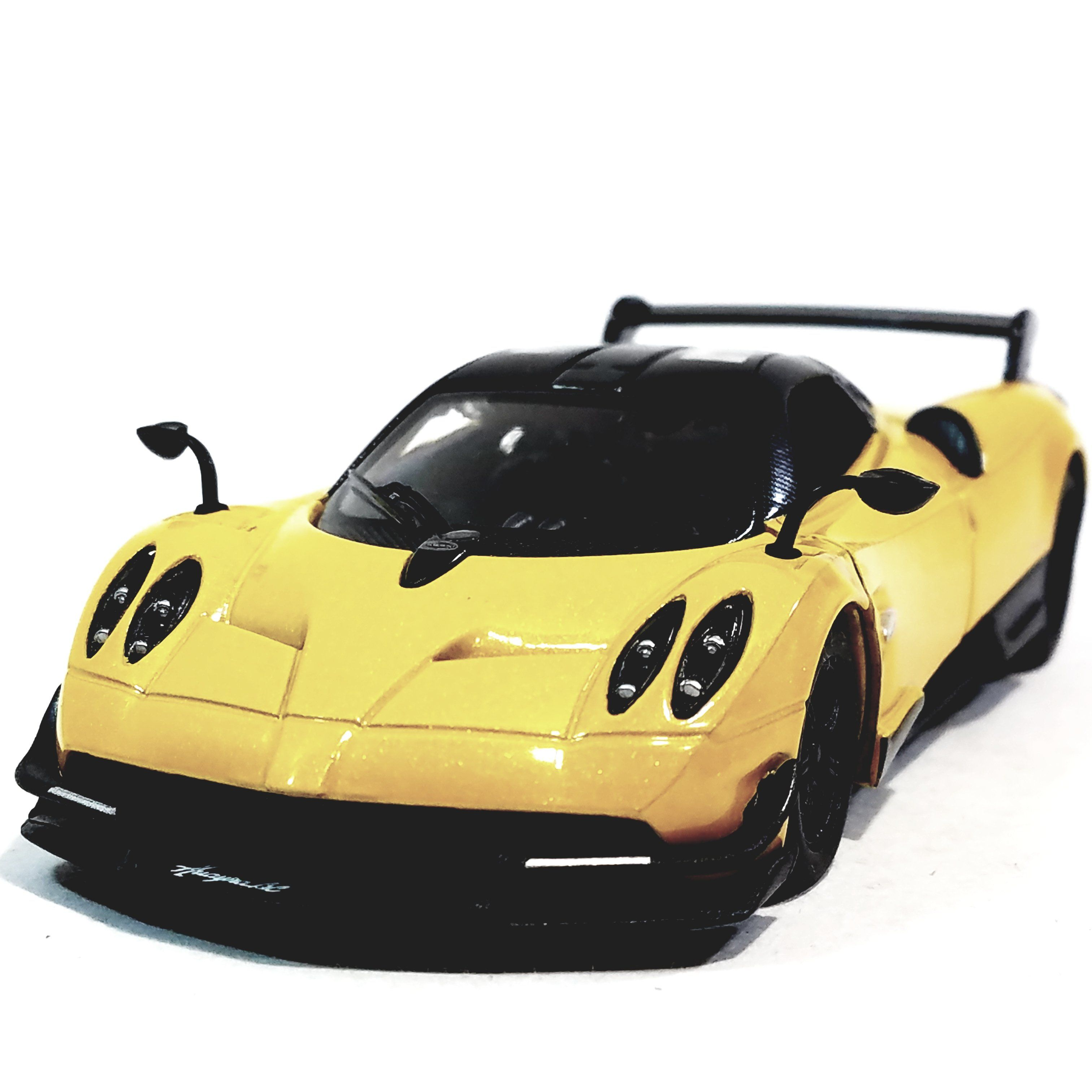 """Kinsmart 2016 Yellow Pagani Huayra BC Hardtop 1/38 O Scale 5"""" Diecast Car"""