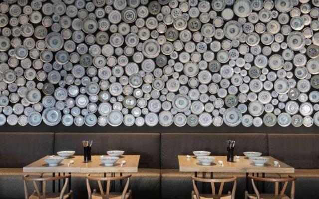 Decorar Paredes Con Platos Diseno De Interiores Cafeteria Interiores Del Restaurante Restaurante Moderno