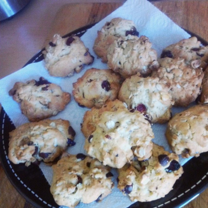 Oatmeal, mixed nuts and cranberries cookies recipe.