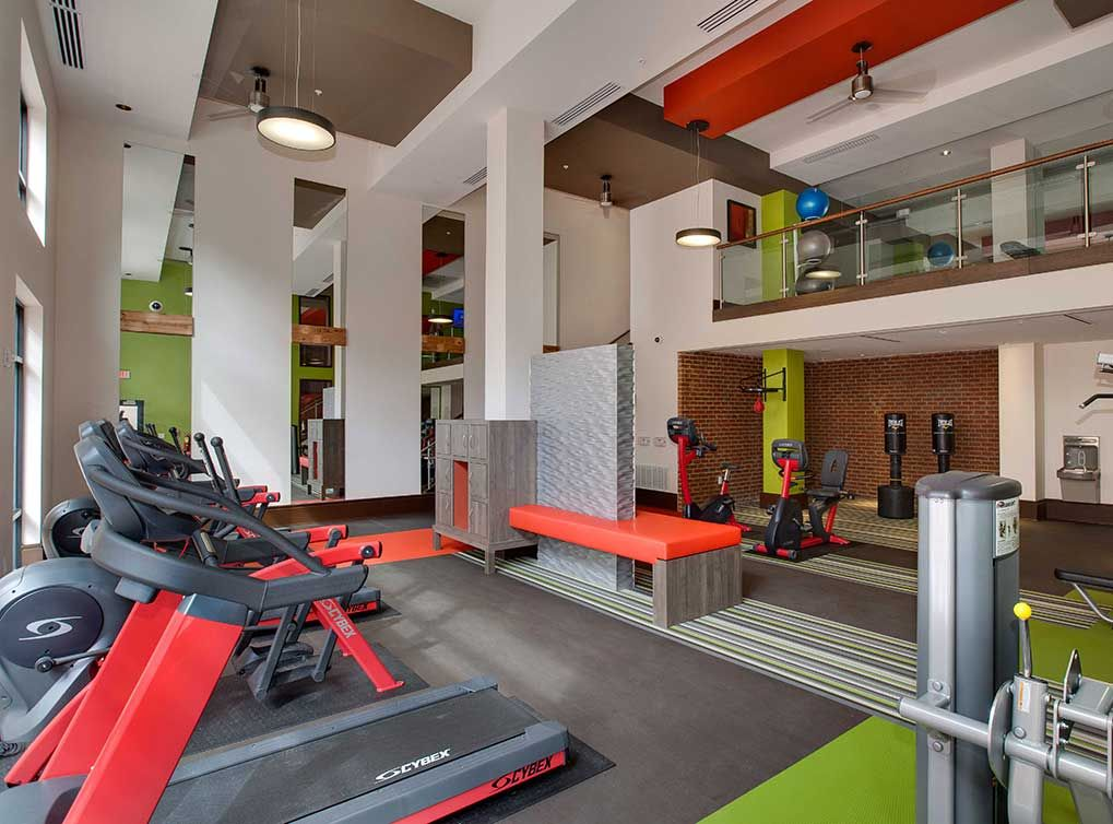 High Endurance Fitness Center At Amli Ponce Park Luxury Apartments In Historic Old Fourth Ward Luxury Apartments Gym Interior Building Renovation