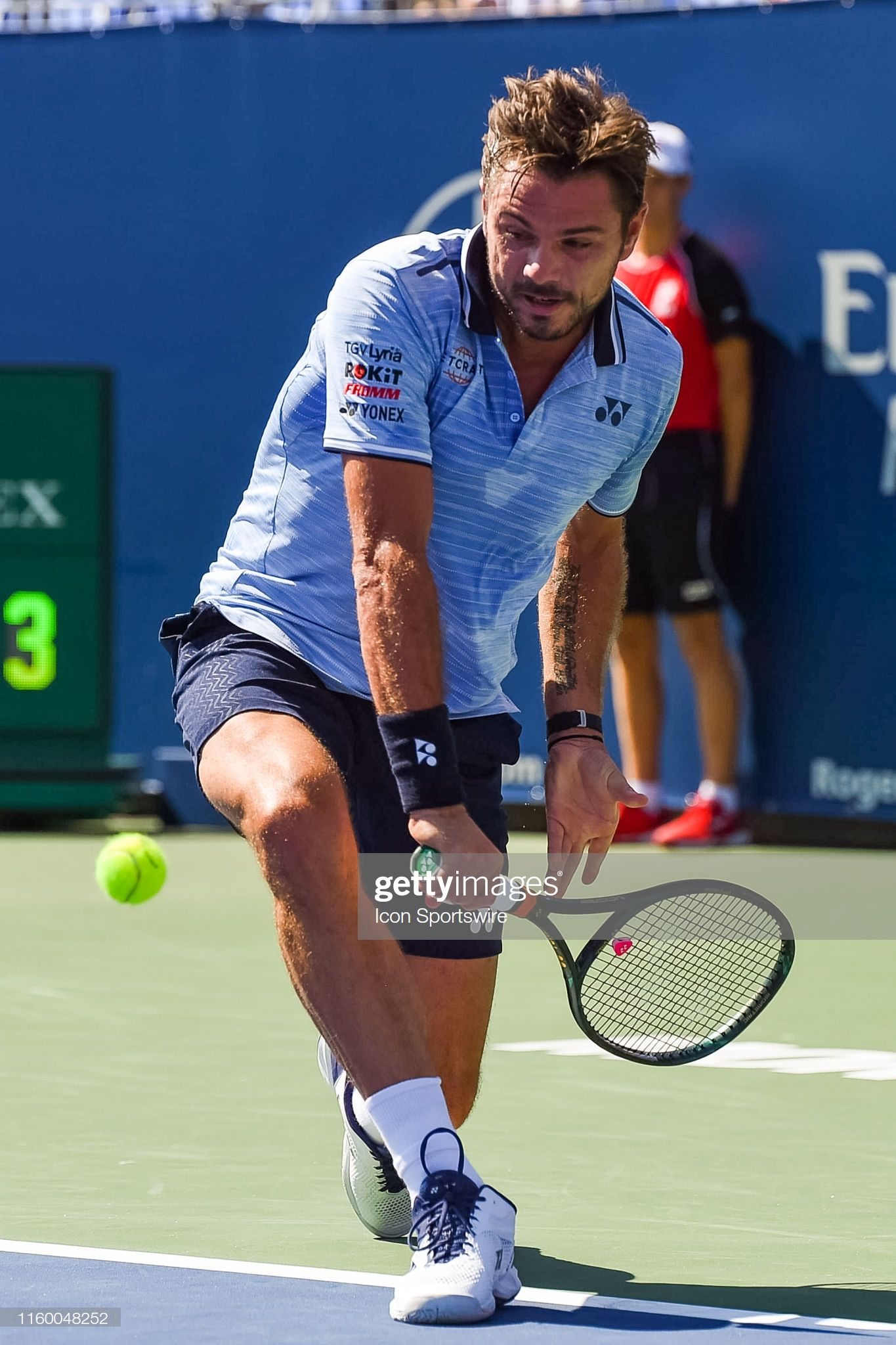 Stan Wawrinka returns the ball during the ATP Coupe Rogers