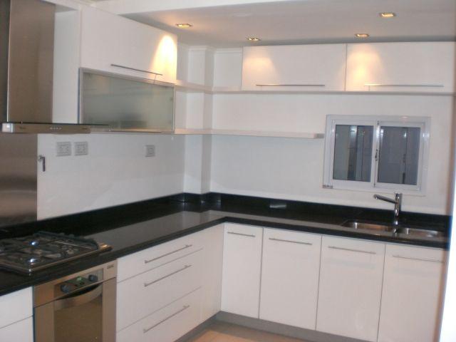 Melamina blanca granito negro brasil cocina melamina for Cocinas blancas con granito