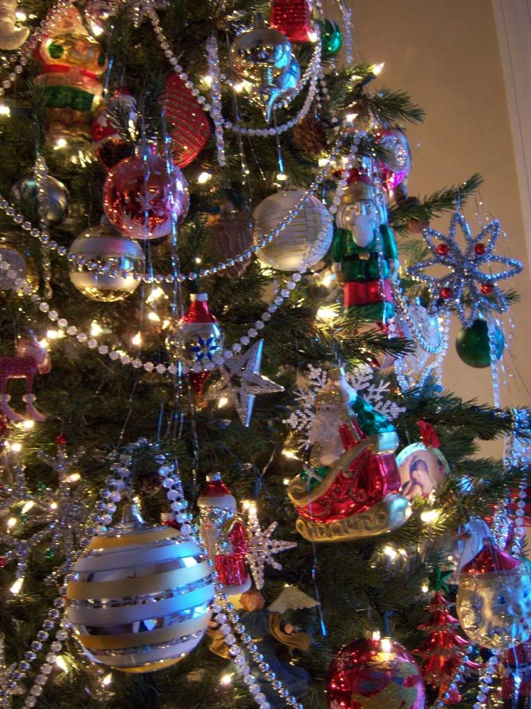 Garland On The Tree With Images Bead Garland Christmas Tree