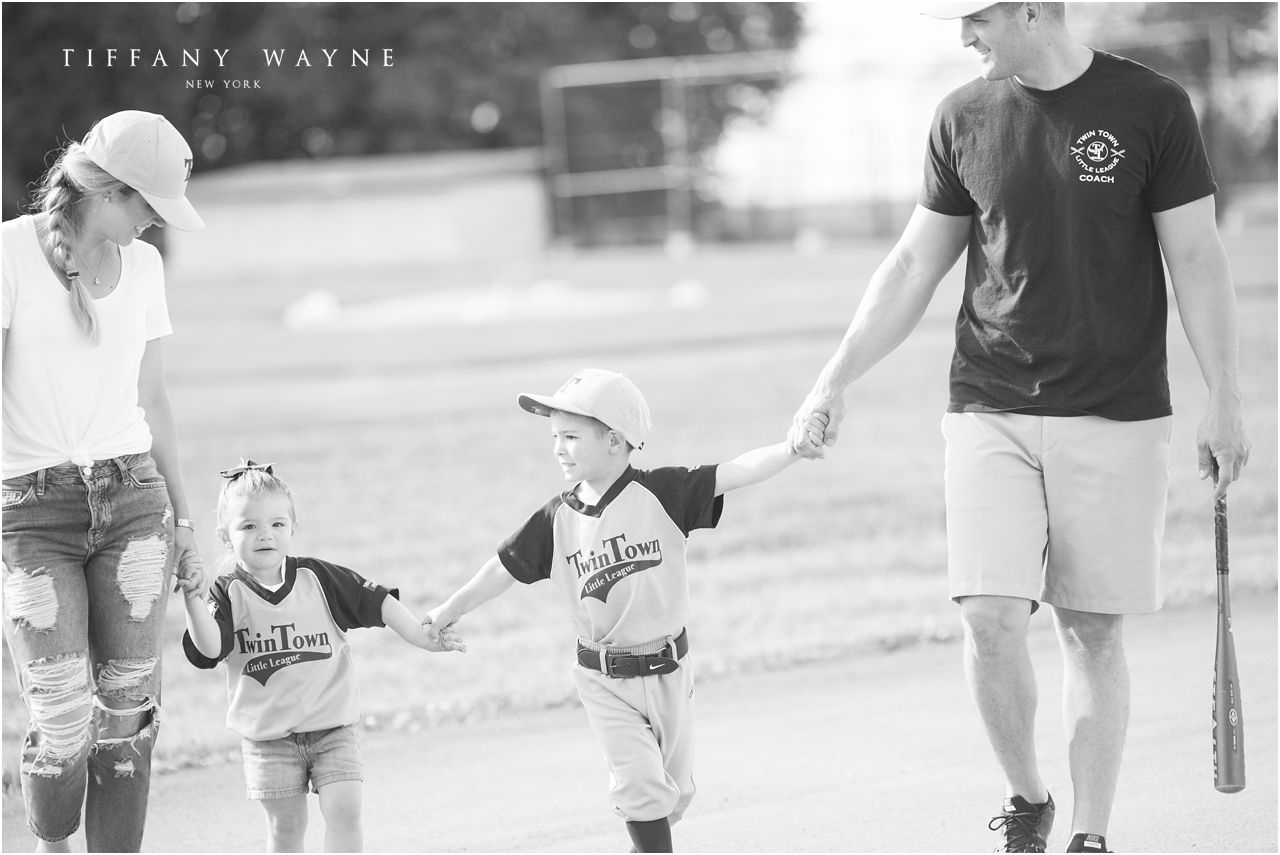 Creative Family Photo Ideas Black And White Family Photography Family Photos Baseball Theme Famil Baseball Lifestyle Baseball Family Fall Family Pictures