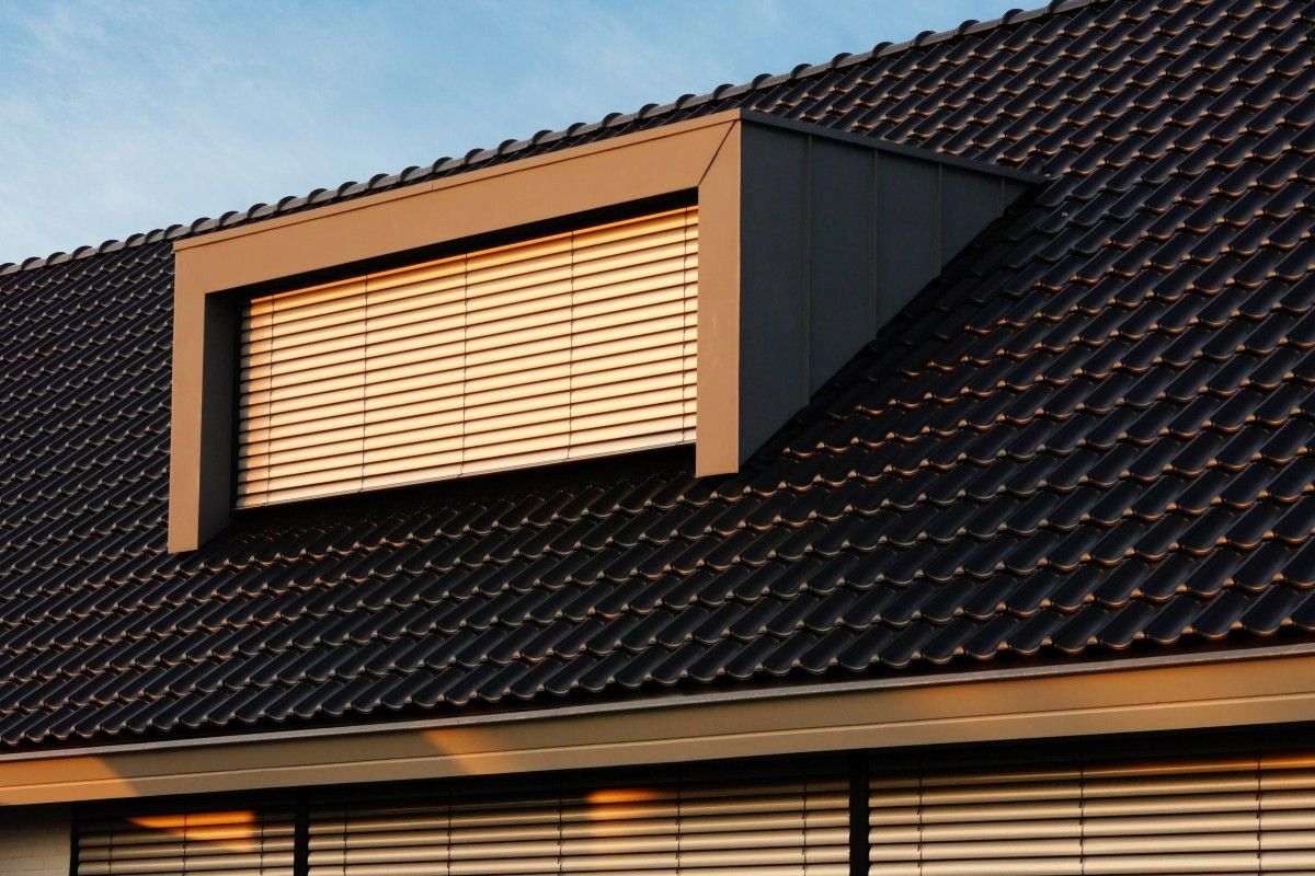 Moderne dakkapel met antraciet zinken afwerking