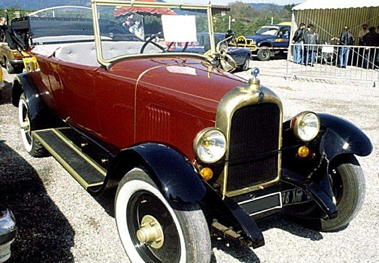 La Citroen Type b14 F, ce véhicule de collection fut produit de 1926 à 1927 est possédé un moteur d'une cylindrée de 1.5 L présentant une puissance de 22ch, cette Citroen Type b14 F a été produite en 119467 exemplaires.